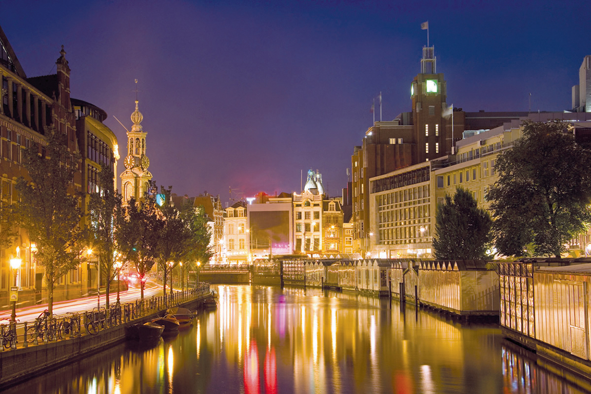 a-eu-netherlands-amsterdam-canal-at-night-22-high-res-cmyk