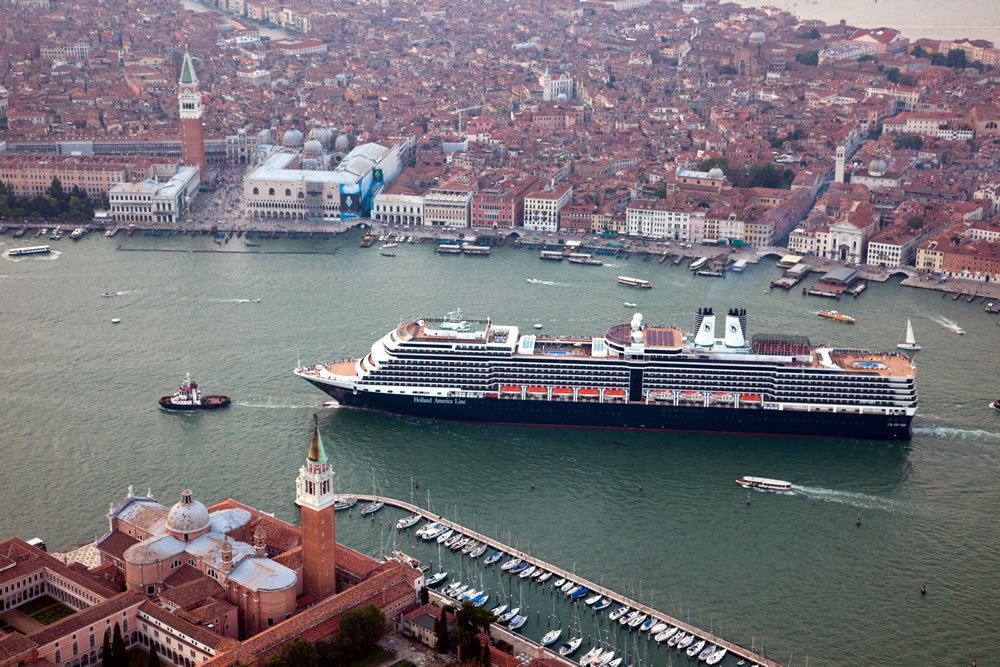 ms Nieuw Amsterdam in Venice
