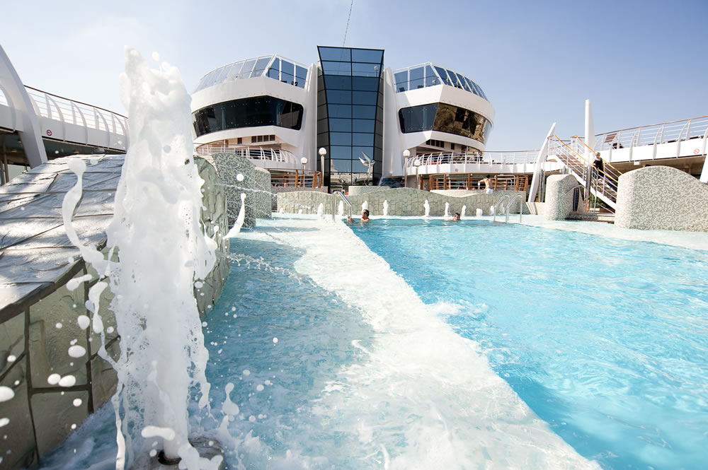 MSC Splendida swimming pool