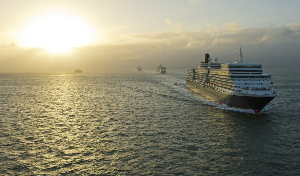 CUNARDS QUEENS LEAVE SOUTHAMPTON