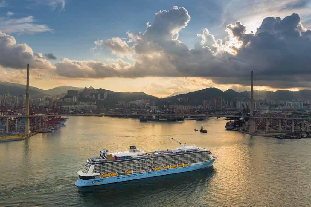 皇家加勒比旗下的海洋量子號是出現在香港水域史上最大的郵輪_1