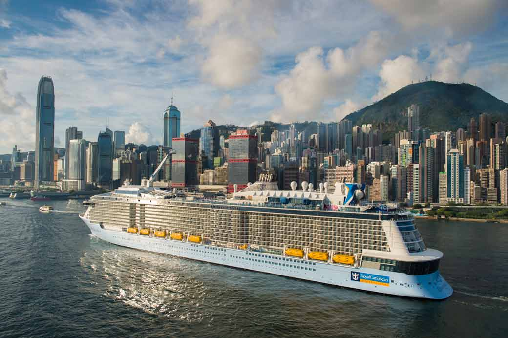皇家加勒比旗下的海洋量子號是出現在香港水域史上最大的郵輪_2
