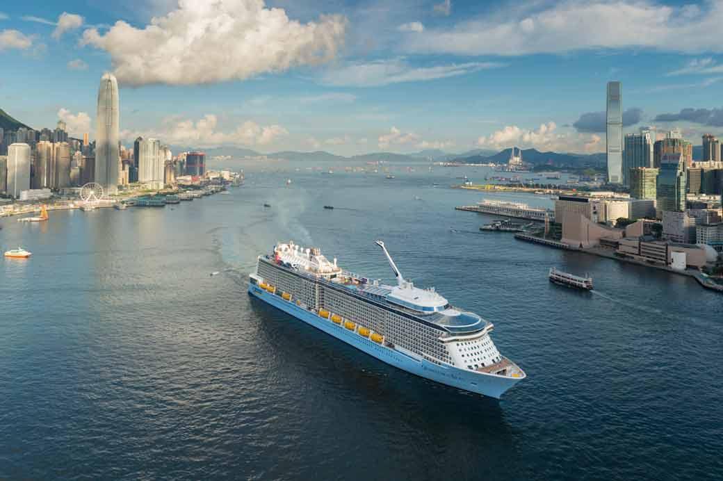 皇家加勒比旗下的海洋量子號是出現在香港水域史上最大的郵輪_3