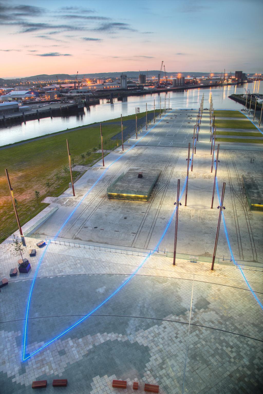 Titanic Belfast - ship outline and memorial garden