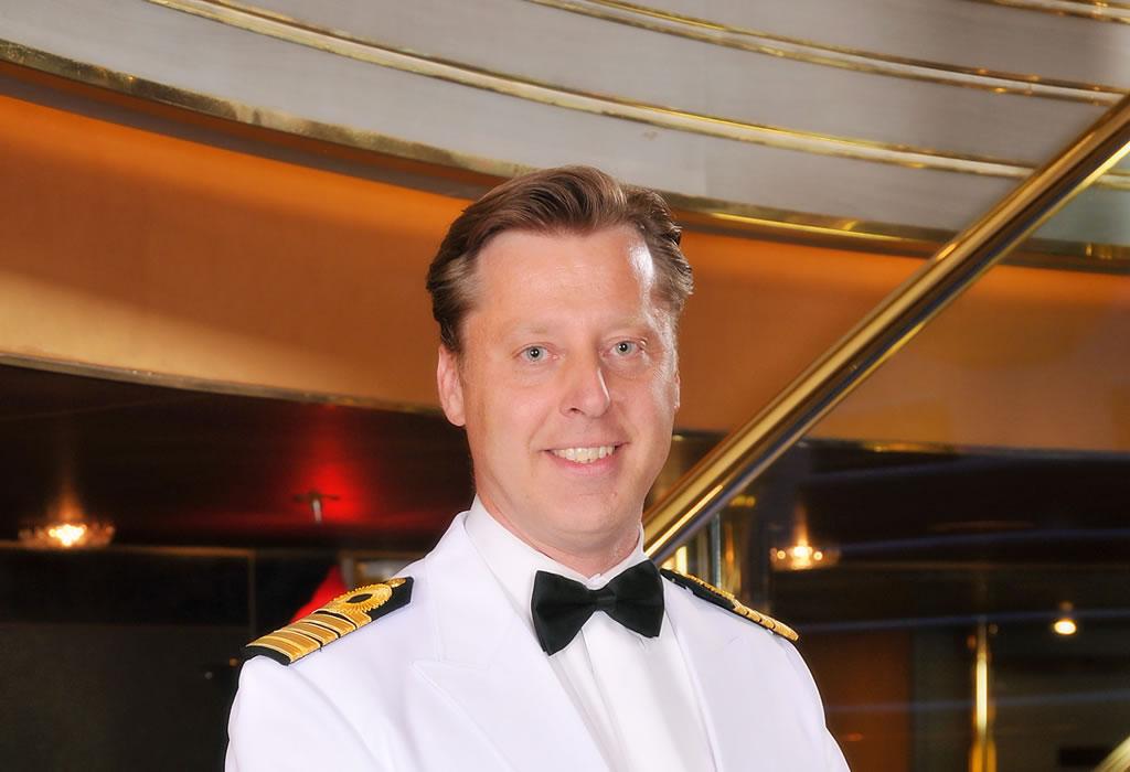 Emiel de Vries, Captain