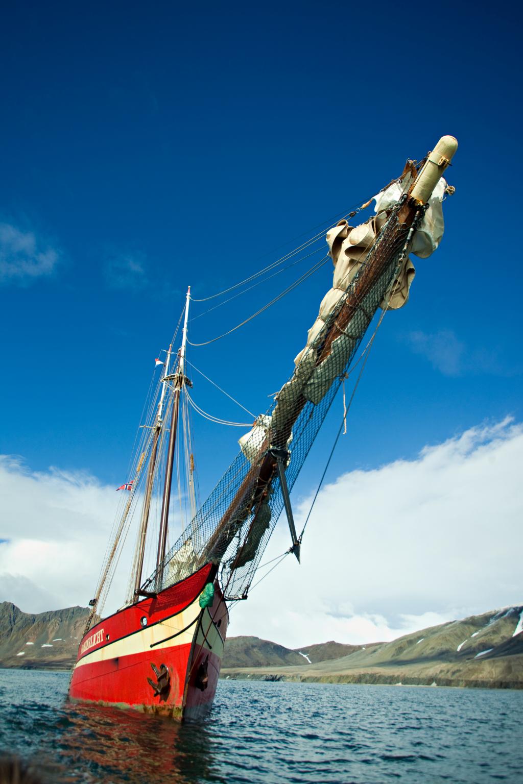 Sailing ship close - David Slater