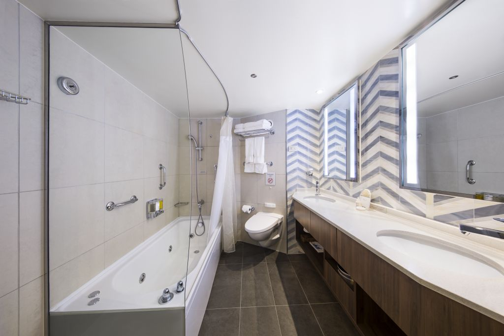 Neptune Suite bathroom
