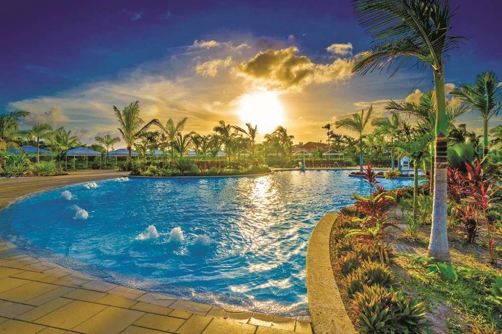 Harvest Caye - Main pool