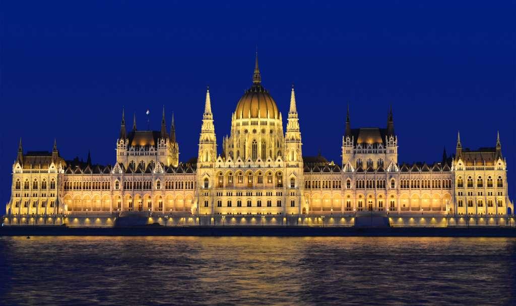Christmas Cruises: Budapest