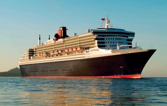 Coronavirus: Queen Mary 2 at sea