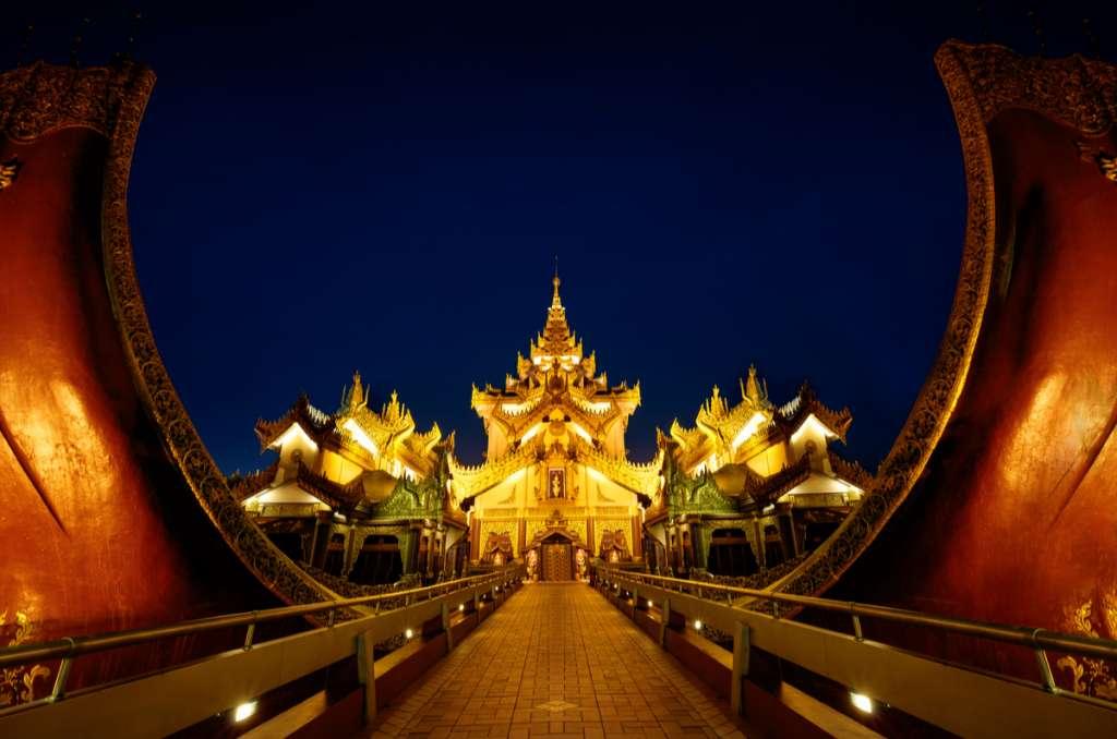 Karaweik Palace - Yangon - Asia