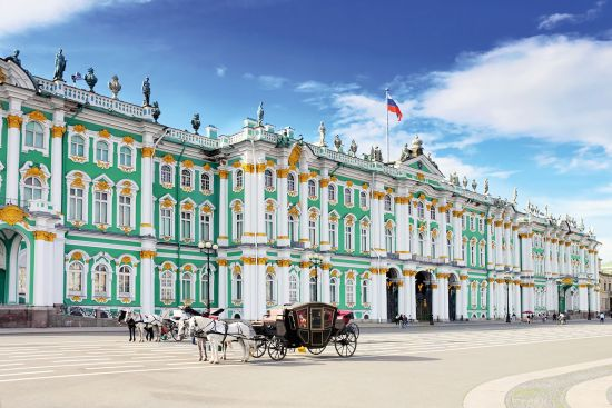 Horse-drawn carriage outside St Peterburg's Hermitage Museum