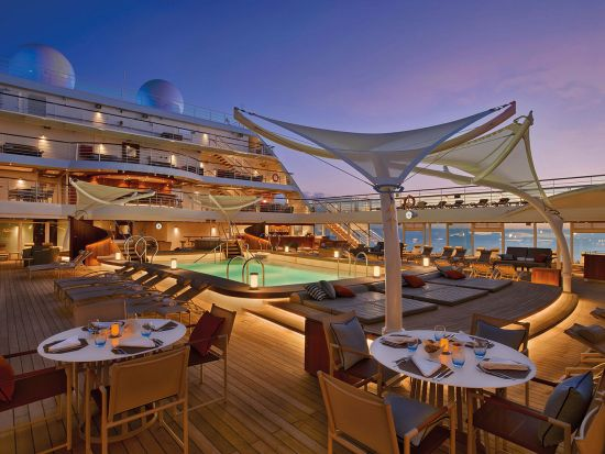 Earth & Ocean at The Patio on board Seabourn Ovation