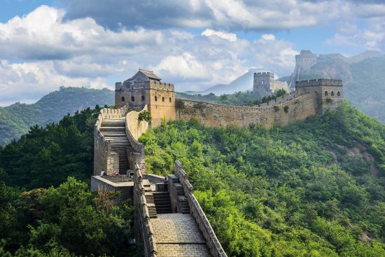 Yangtze asia river cruise makes a detour to visit Great wall of china