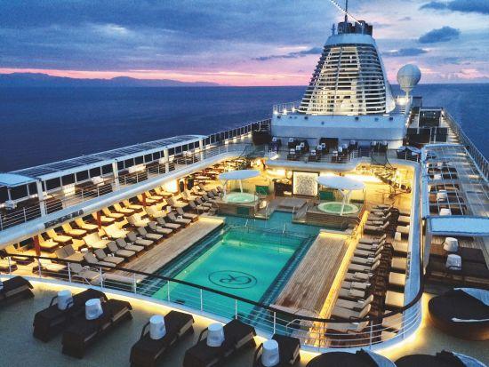 Cruise ship swimming pools: Regent Explorer