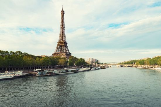 Euro city cruise: Paris' river Seine and Eiffel Tower