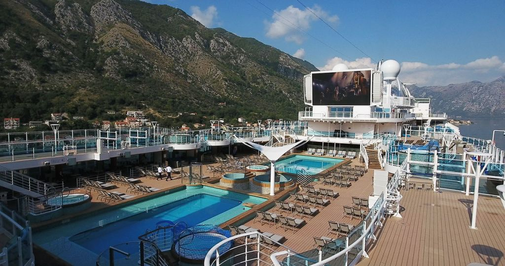 Sky princess deck and pool