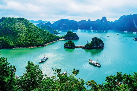 Visit Halong bay on asia cruises