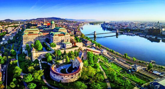 Solo travel: Danube river Budapest