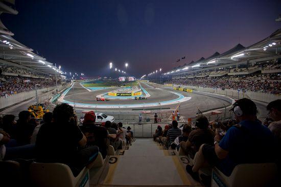 Grand Prix: Paramount cruises