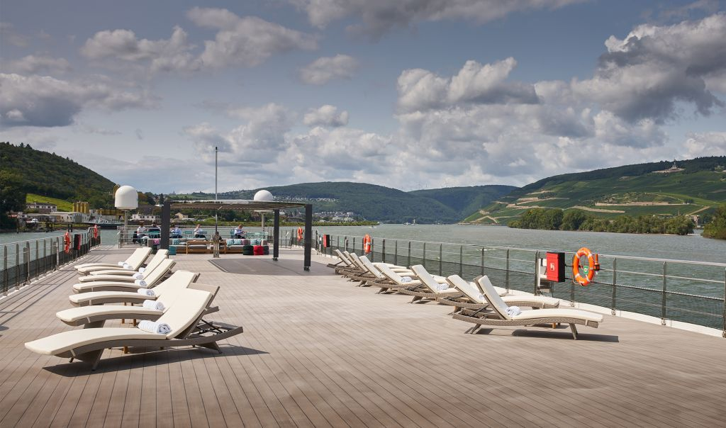Crystal River Cruises: Crystal Bach deck