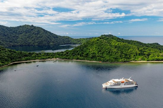 small cruise ships: coral adventurer