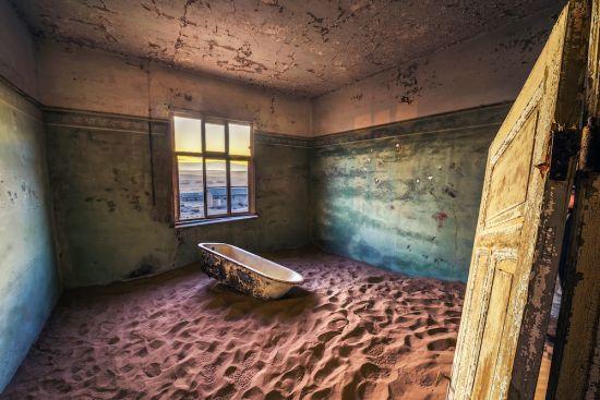 kolmanskop namibia bathtub